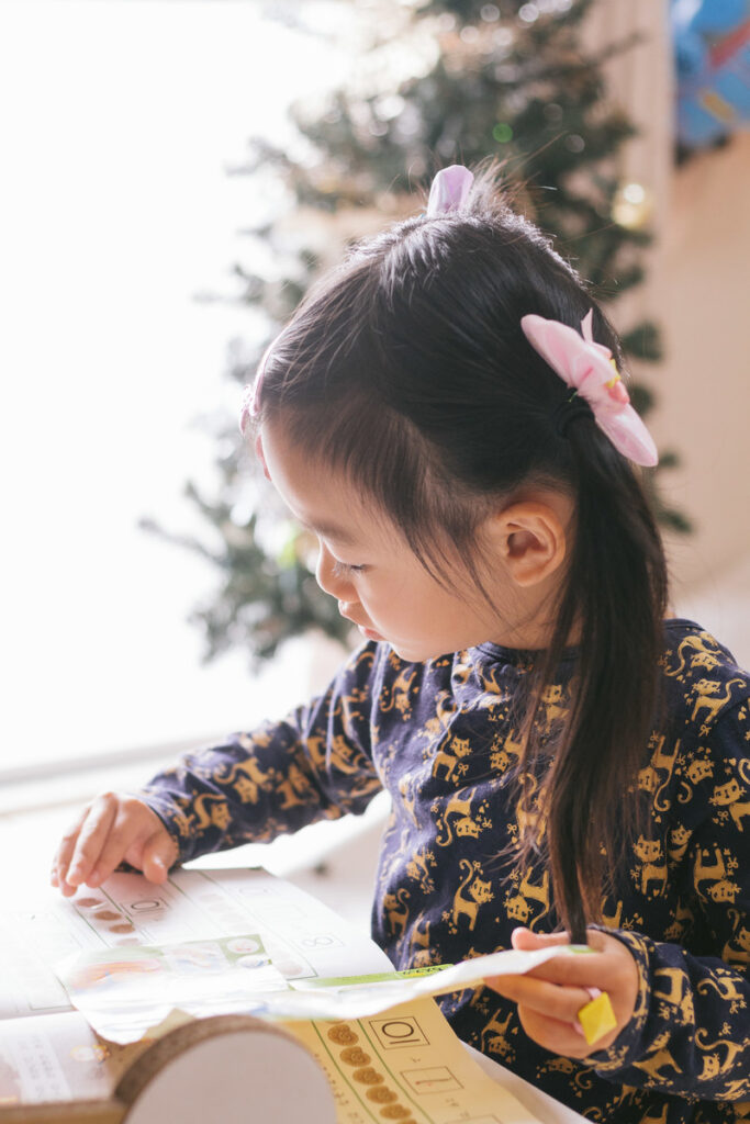 画像_勉強する子供